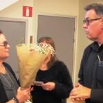 Även avgående revisor Rolf fick en släng av  blompaketen,