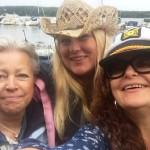 Tre trallande tjejer, Ann, Veronica och Camilla.