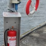 Brandsläckare kollade och frälsarkransar utsatta.