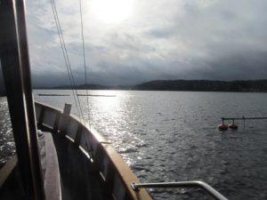 M/S Cecelia på väg till varvet för avmastning.
